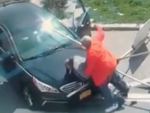 Video: Man rams into, beats girlfriend's murder suspect after witnessing the shooting