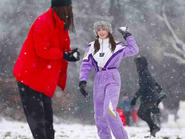 Cops threaten expensive fines — for snowball fighting, sledding — amid strict COVID-19 lockdown in UK