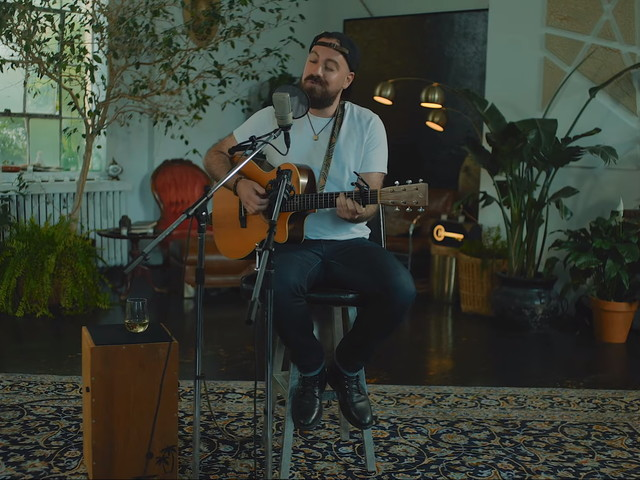 Lyle Divinsky Performs 'Risk It All' For 'Sugarshack Sessions'