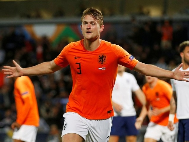 'Deligted!': Dutch wonderkid De Ligt jets in to Turin to finalize €75mn Juve deal (VIDEO)
