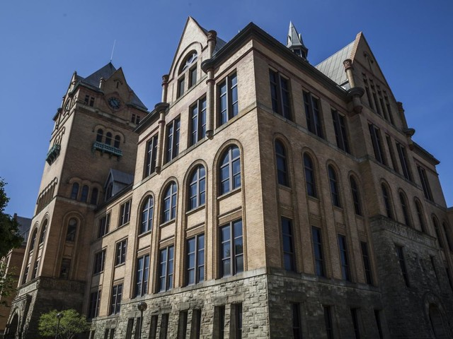 Detroit colleges tackle dropout challenge by offering debt forgiveness