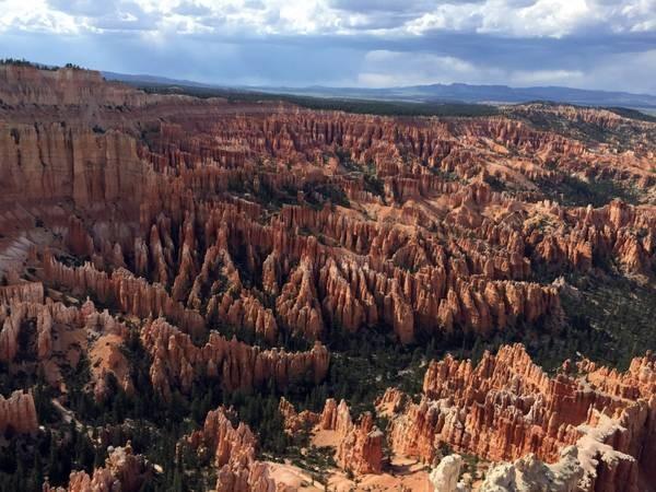 Officials: Tour bus crash near Bryce Canyon in Utah kills 4