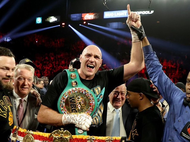 Fury outclasses Wilder to win by seventh round TKO
