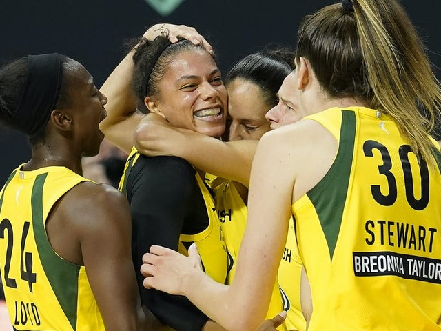 Alysha Clark's putback at buzzer gives Seattle victory over Lynx in delayed playoff opener