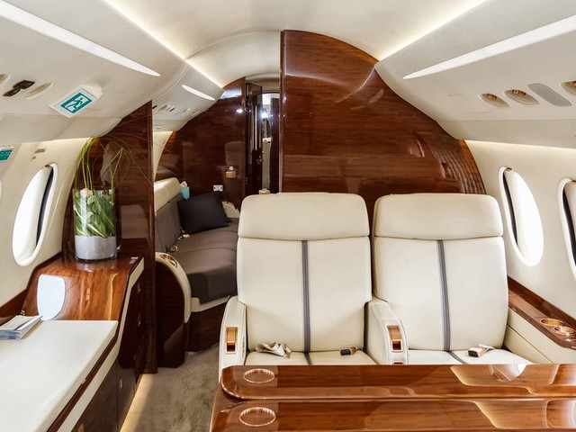 I sold private jet charter flights for a year. Here's the best way to book a flight on the exclusive aircraft.