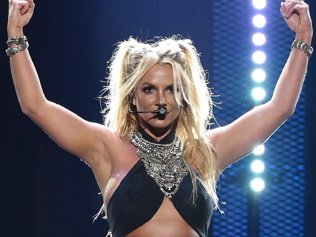 Britney Spears Flipping The Bird In Engagement Photo?