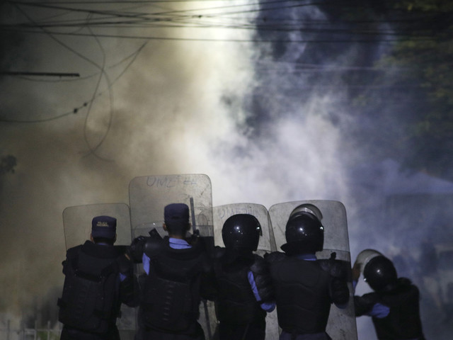 Honduran police end strike as protests demand president quit