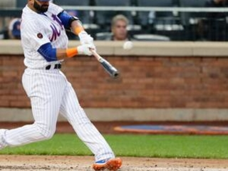 Mets sign Bautista, recently cut Braves, doubles in 1st AB