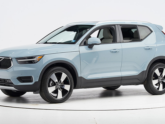 Two Volvo SUVs earn safety awards