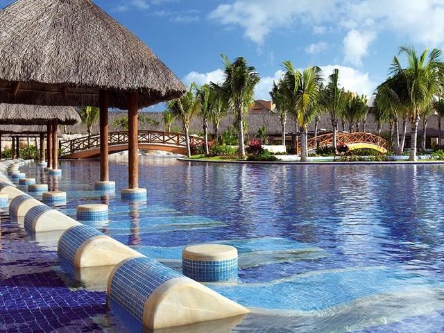 5 Reasons to Stay at Barceló Maya Grand Resort