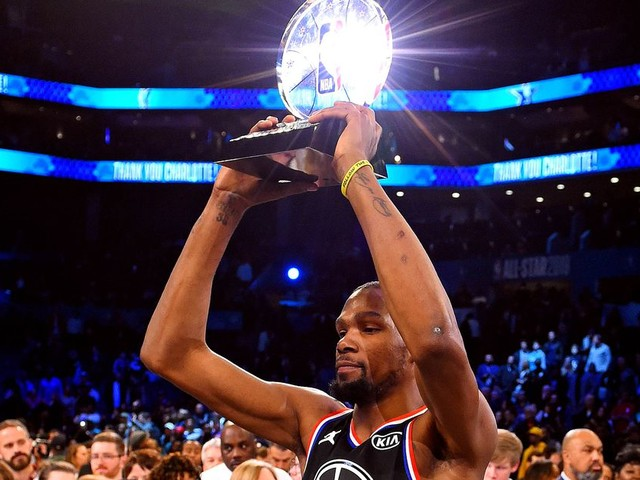 Kevin Durant got the NBA All-Star MVP trophy, Stephen Curry got the attention. What's new?