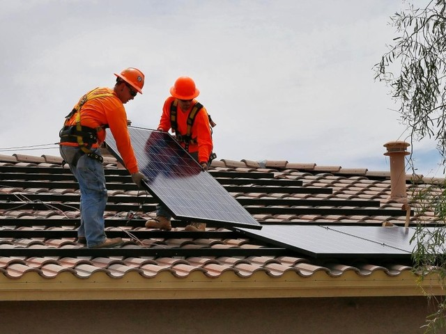 Open thread for night owls: 'Blocking the Sun'—how the Kochs and others undermine solar power