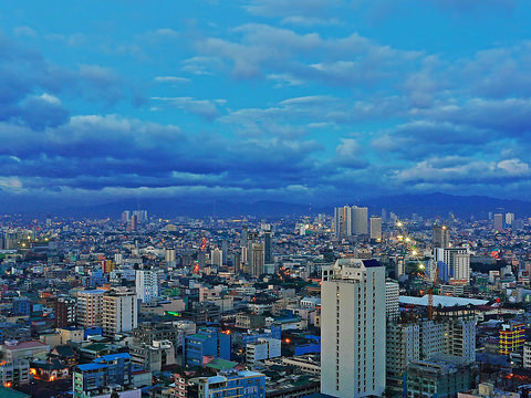 Asiana – $615: Chicago – Manila, Philippines. Roundtrip, including all Taxes