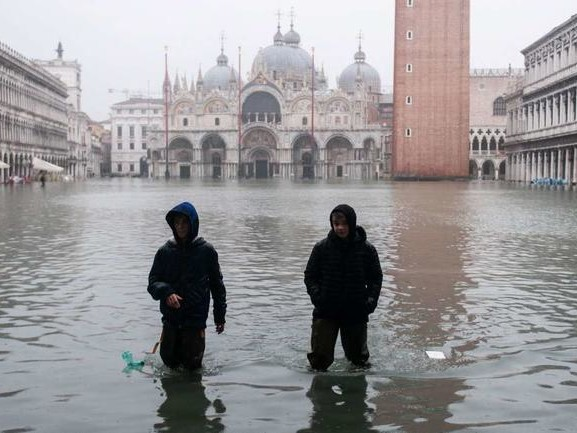 """""""Apocalyptic Flooding"""": Stunning Images As Venice Endures 2nd Highest Tide In History"""