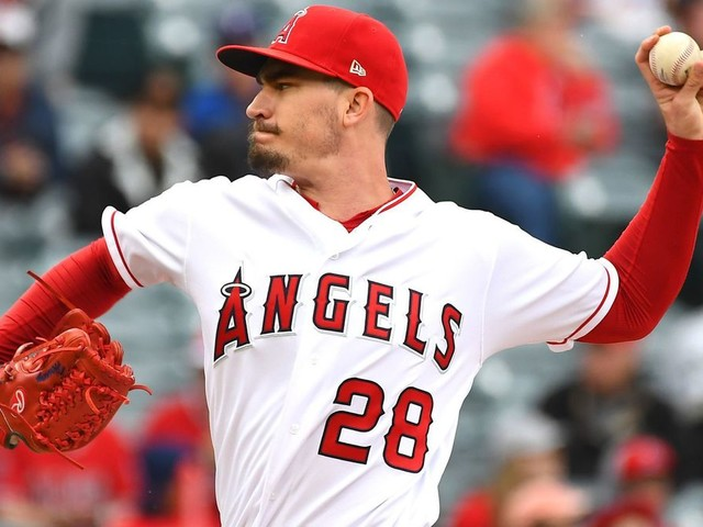 Angels' big seventh inning backs Andrew Heaney's strong season debut