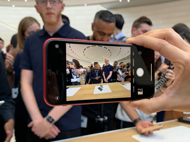I spent a few minutes with Apple's 3 brand-new iPhones — here are the biggest things I noticed (AAPL)