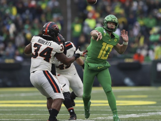 Oregon QB Herbert wins Campbell Trophy, top scholar-athlete
