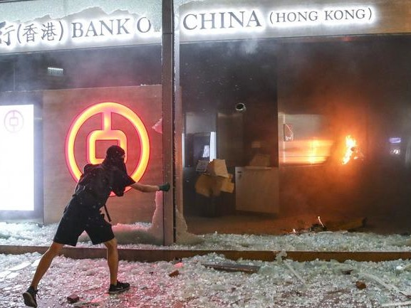 "As Hong Kong ATMs Run Out Of Cash, Central Bank Steps In To Prevent ""Panic Among The Public"""