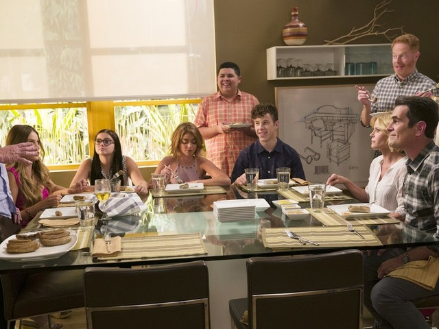 """Who Dies In 'Modern Family'? The Co-Creator Says A """"Significant"""" Character Is Killed Off"""