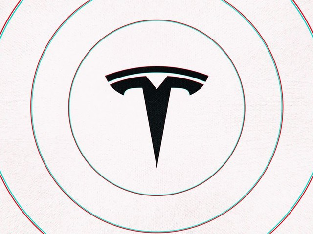 Tesla is adding a stop light warning to Autopilot