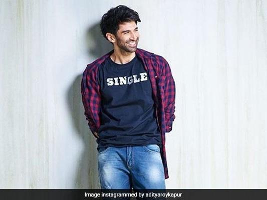 'Chal Jhoota': Aditya Claims He's Single. Arjun, Parineeti Not Buying It