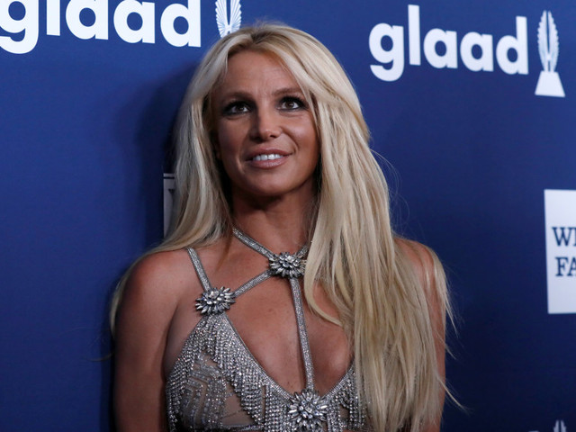 Britney Spears' boyfriend tries to keep her 'calm' amid family drama