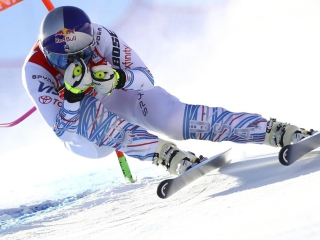With braces on both knees, Vonn struggles and finishes 15th