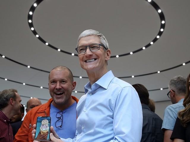 Apple is nearly a trillion dollar company — here's how it boosted its value by more than 50% with a great 2017 (AAPL)