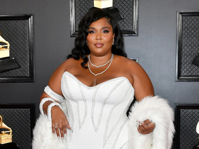 Grammys 2020: Lizzo hits the red carpet in white-hot gown