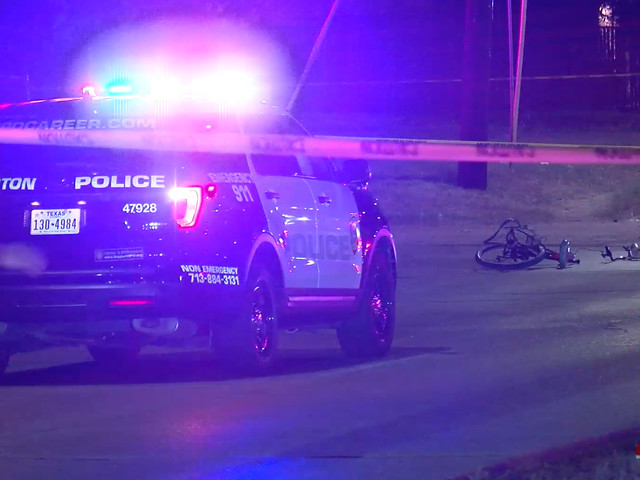 Sheriff: Man pushes fiancée out of the way before deadly collision in east Harris County