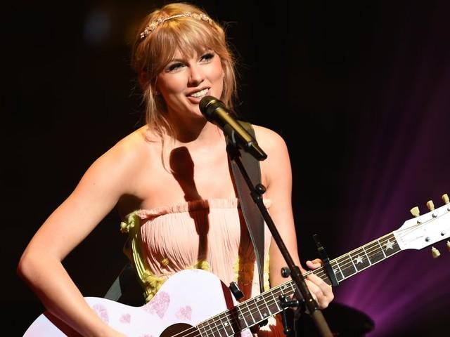"Taylor Swift's ""Lover"" Is a Romantic Ode to Joe Alwyn, and Swifties Are Sobbing Happy Tears"