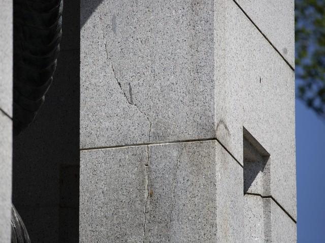 Cracks appearing in World War II Memorial in Washington