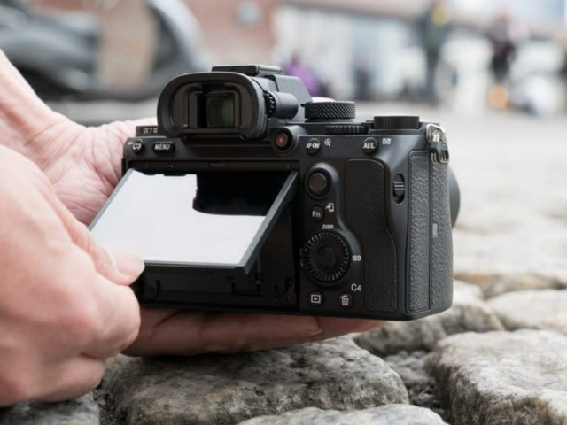 Shoot photos and videos like a pro with Sony mirrorless cameras on sale