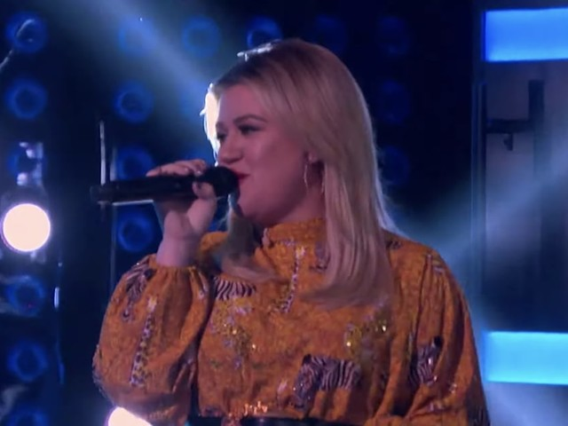 "Watch Out, Joe Jonas - Kelly Clarkson Totally Nailed Her ""Cake by the Ocean"" Cover"