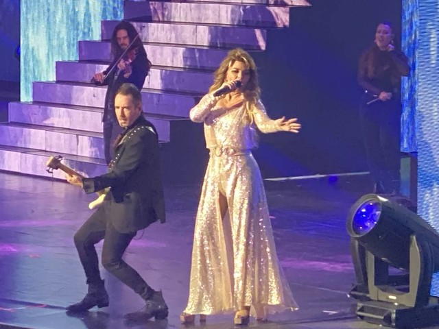 Shania Twain delivers a very Vegas opening at Planet Hollywood