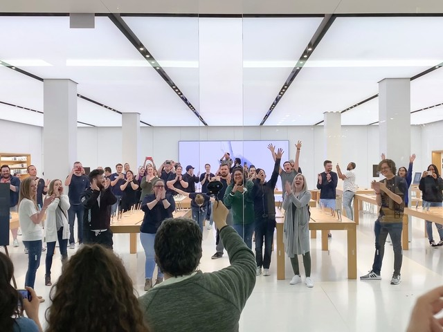 Photos: Saying farewell to the third oldest Apple Store in the world