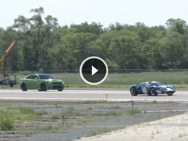 Dodge Charger Hellcat Doesn't Stand A Chance Against Ancient Ford GT40