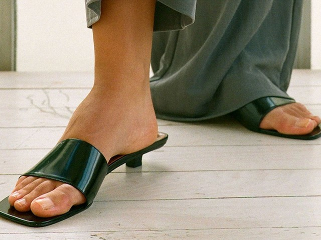 Square Toe Sandals Might Be Our Favorite '90s-Inspired Trend