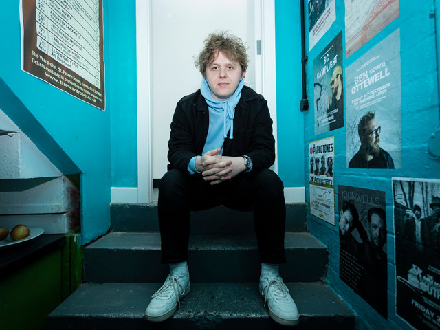Singer Lewis Capaldi has a No. 1 hit, but still lives with his parents