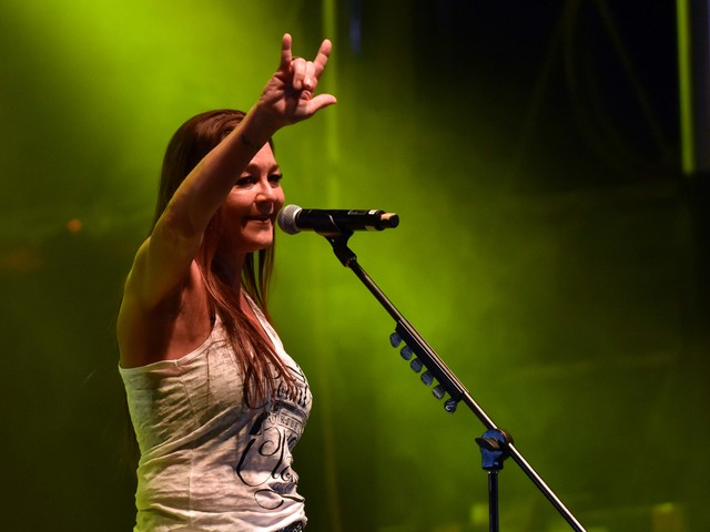 Country star Gretchen Wilson calls for boycott after hotel kicked her out for 'no reason'