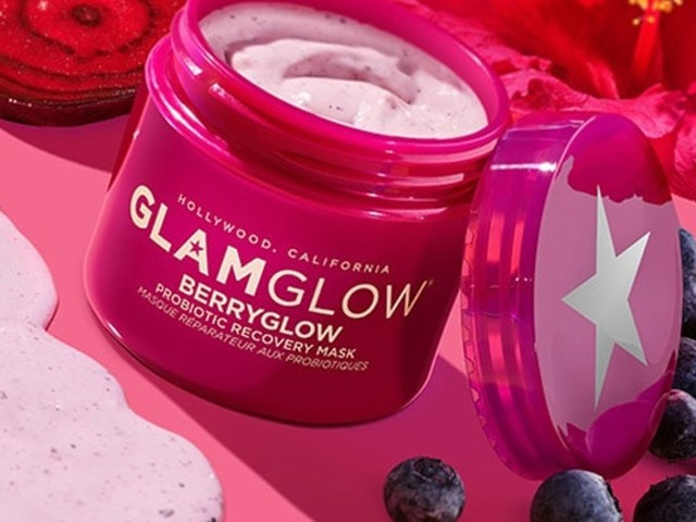 Glamglow's New Berryglow Probiotic Recovery Mask Just Dropped, & It's A Pink Smoothie For Your Skin