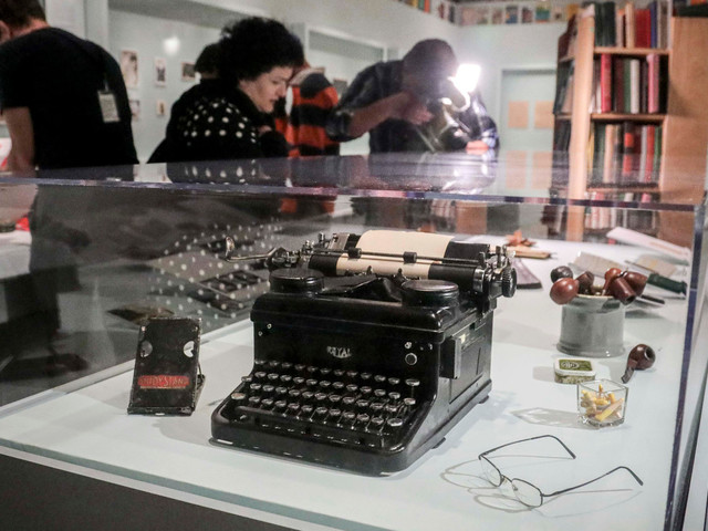 Cellphones banned from exhibit on reclusive writer J.D. Salinger