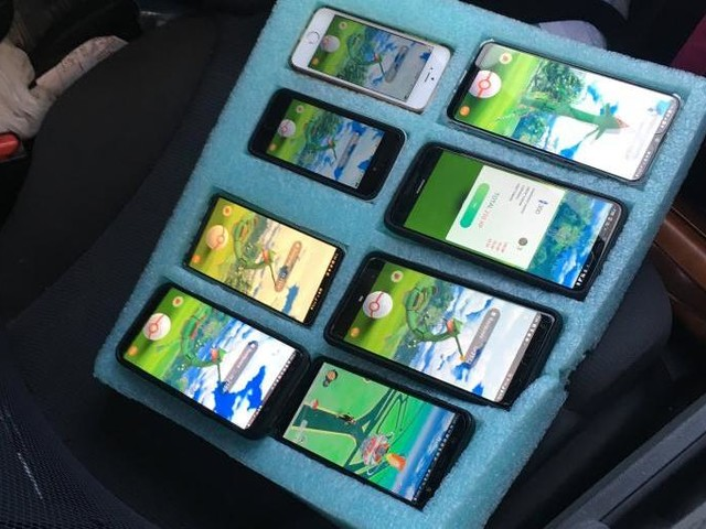 Watch: Trooper finds driver stopped on shoulder using eight phones for 'Pokemon Go'