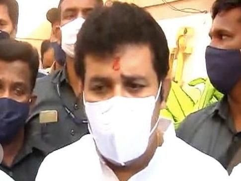 लड़की की आत्महत्या के मामले में घिरे महाराष्ट्र के मंत्री संजय राठौड़ ने दिया त्यागपत्र