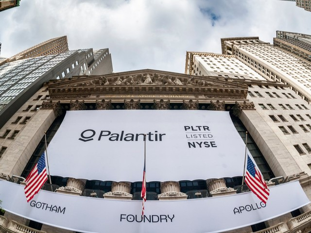 Palantir Stock Gets the Rug Pulled Out From Under It