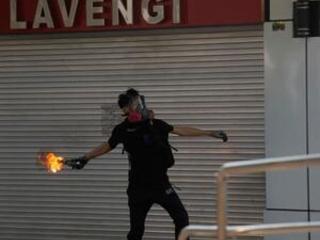 Hong Kong protesters set up roadblocks, clash with police