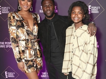 Kevin Hart Makes OFFICIAL Comeback With Emotional Speech At 2019 People's Choice Awards, Nabs Comedy Award Second Year In A Row