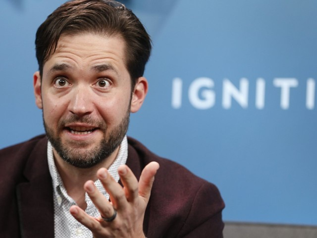 Reddit cofounder Alexis Ohanian explains how he curbs his reliance on his smartphone and reduces his time spent on email to get more done every day