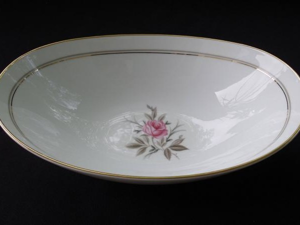 What Antique Noritake China Patterns Have Gold Edging?