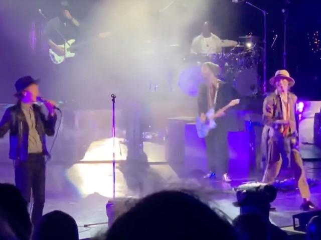Beck & Matt Shultz Perform 'Night Running' At Shoreline